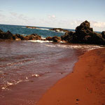 http://www.onlyinhawaii.org/red-sand-beach-on-kaihalulu-bay/