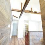 キッチン横の天井部分。