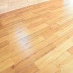 床材はヴィンテージ調の床材を使用しています。傷もつきにくい材料です。