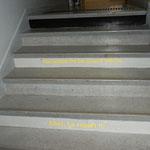 """""""Les petits mots dans les escaliers m'ont donné un petit sourire"""""""