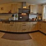 voll ausgestattete Küche mit Brotschneidmaschine,Wasserkocher,Kaffeemaschinen,Mixer,Pürierstab,etc.
