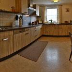 große Küche mit Spülmaschine,2 Kühlschränke,1 Gefrierschrank,Mikro,etc.