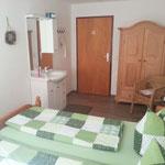 Zimmer 1 Doppelzimmer + Waschtisch