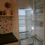 großer Kühlschrank mit Gefrierfach