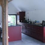 Bestaande keuken verplaatst naar ander gedeelte woonboerderij