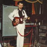 """Gitarrist Wolfgang Siebeneicher  im """"Pferdestall"""""""