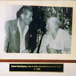 """Bild von Ernest Hemingway und Erroll Flynn in einer Bar """"Floridita""""/Havanna"""