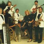 """Von 1985 - 1990 traten die """"Crazy Birds"""" in der Besetzung v.l. Clemens Hartmann, Rainer Paulik, Maria Schwarze, Wolfgang Siebeneicher und Hans-Jürgen Stier auf."""