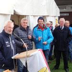 Preisverleihung für die Zubringerregatta Hamburg (Wedel) - Cuxhaven durch  Organisationsleiter Marcus Böhlich (Foto: Ronald Griebenow, SVC)
