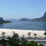 Praia de Botafogo; links oben lag meine erste Wohnung