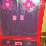 placard à poupée (rangement poupée, robes et accessoires) en carton