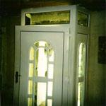 Hauseingangstür mit Oberlicht und zwei Seitenteilen