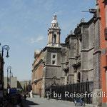 Schräge Gebäude in Mexico City