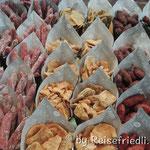 Leckere Würstchen auf dem Markt