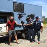 Wir werden willkommen geheissen von den Beamten in Paraguay