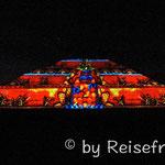 Sonnenpyramide bei Nacht