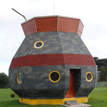 Haus in form eines typischen Tee-Bechers