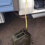 Überflüssiger Diesel wird abgepumpt