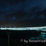 Itaipu-Staudamm bei Nacht
