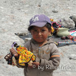 Tarahumara-Junge verkauft handgemachtes