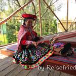 Frau an der Arbeit im Alpaca Mundo in Arecipa