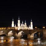 Zaragoza bei Nacht