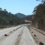 Strassenmarkierung in Bolivien