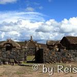 Traditionelle Häuser in der Nähe des Titicacasees