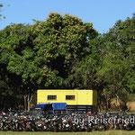 Polizeistation mit konfiszierten Motorrädern