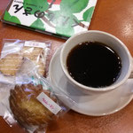 c-cafeで販売中の無添加お菓子は、粉の味を噛みしめる甘くないお菓子。クッキーおいしかったですよ。