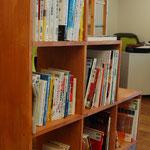【図書ブース】創業をはじめ仕事に役立つ資料を閲覧できます。