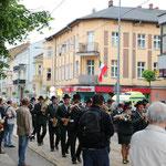 Marschparade durch die historische Innenstadt