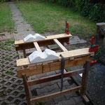 Halterung auf Holzböcken