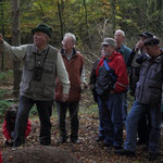 Förster a .D.  G.Müller bringt seinen Zuhörern sein Wissen über den Wald u. dessen Tierwelt nahe