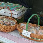 お隣のテントで販売されていたKoneruさんのパン。今回もお気に入りのカンパーニュやベーグルをしっかり購入しました。