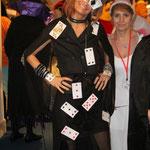 ...Nadège déguisée en cartes à jouer.
