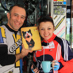 """Der iranische Velomech mit seiner türkischen Frau...er nennt sie """"my cat"""" :) Meine iPad Hülle wollten sie gleich behalten..."""