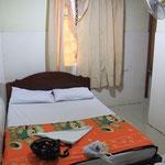 Huebsches Zimmer mit huebschen Vorhaengen und huebscher Baerendecke