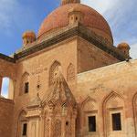Der Palast vereint verschiedene Einflüsse von Architektur und Baustile wie: Seldschukische Moschee, armenische Kirche und der zeitgenössische osmanische Stil.