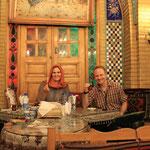 Nachtessen im Traditionellen Restaurant mit Ausgangskopftuch :)