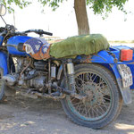 Was fuer eine altes, russisches Motorrad! Auch Ural genannt.