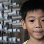 mit dem winzigen Einkommen hat ihr Sohn vielleicht eine Zukunft mit Bildung??