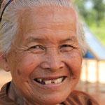 Kambodschanisches Grosi, sie verkaufte mir eine Cola mit Eis