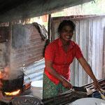 Sie bereitet das Huhn vor welches ich auswaehlen MUSSTE!