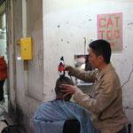 Der Coiffeur an der Ecke...CAT TOC!