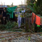 Wäsche kann man auch auf der Baustelle über Armierungseisen hängen!