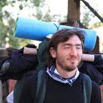Lepo, er ist zu Fuss unterwegs... er startete in Italien... seit Monaten unterwegs... wird noch Monate unterwegs sein...