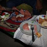 Wir wurden zum Nachtessen eingeladen...also zum Fleisch essen.