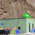 Zelten bei der Moschee...natuerlich im Einheitszelt!