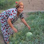 Sie schenkte mir die letzte Honigmelone aus ihrem Garten
